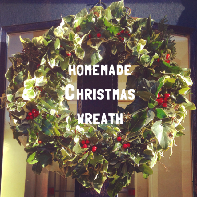 How to make a Christmas wreath with a wire ring